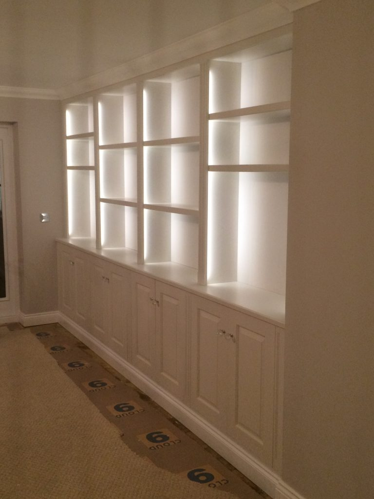 Fitted cabinet 10b